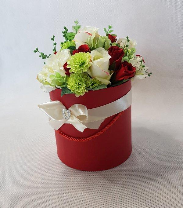 czerwone i białe róże w pudełku - wzór 42 - zdj. 8