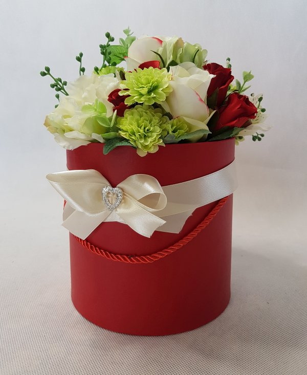 czerwone i białe róże w pudełku - wzór 42 - zdj. 9
