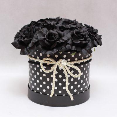 flowerbox-czarne-roze-kropki-4